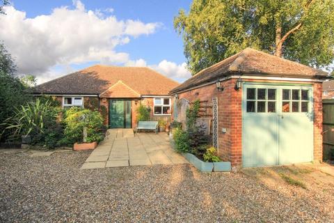 3 bedroom detached bungalow for sale - Cheddington Road, Pitstone