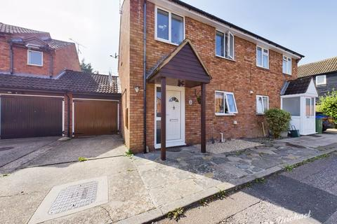 4 bedroom semi-detached house for sale - Barrie Close, Aylesbury
