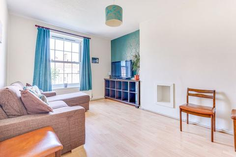 2 bedroom apartment for sale - Pembury Road, London