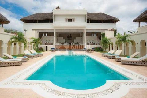 5 bedroom villa - Al Hamra, Watamu