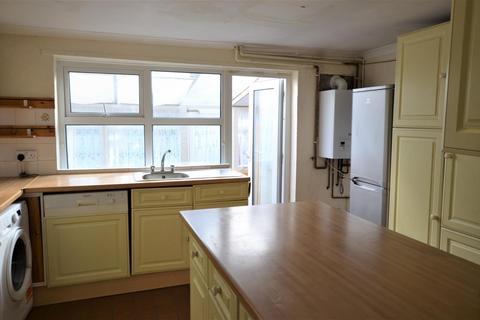3 bedroom terraced house to rent - Haselbury Road, N18