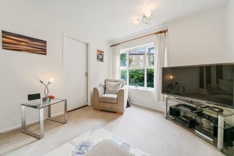 2 bedroom apartment for sale - Pursewardens Close, Ealing