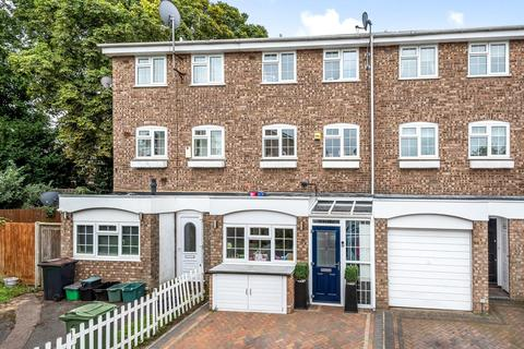 3 bedroom terraced house for sale - Ullswater Close, Bromley
