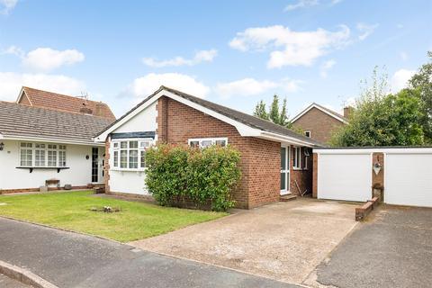 2 bedroom detached bungalow for sale - Morleys, Ashington, RH20