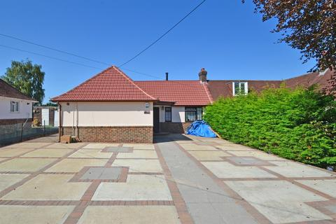 3 bedroom bungalow for sale - Crescent Rise, Thakeham, West Sussex, RH20