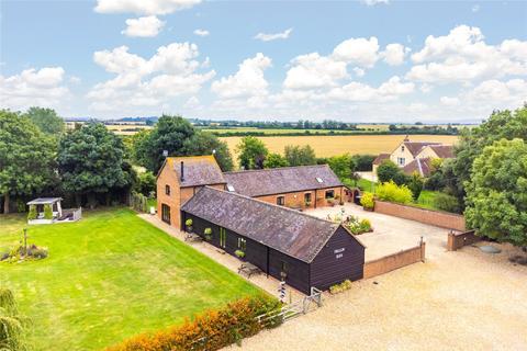 5 bedroom barn conversion for sale - Berryfields Gated Road, Quarrendon, Aylesbury, Buckinghamshire, HP22