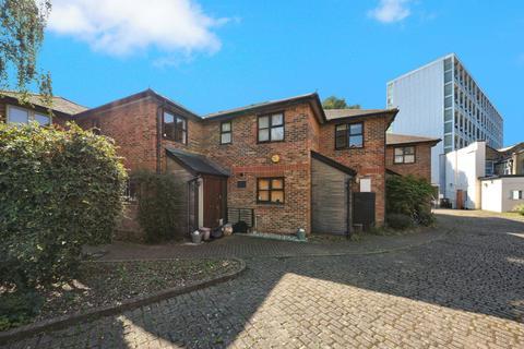 3 bedroom semi-detached house for sale - Lamplighter Close, London E1
