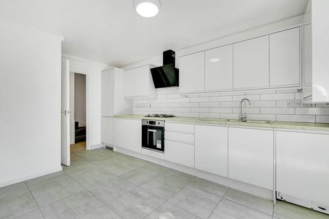 3 bedroom maisonette to rent - Conistone Way, London