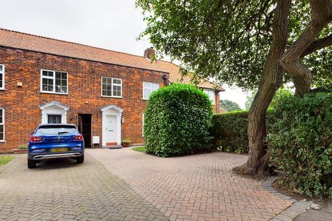 3 bedroom terraced house for sale - Woodhall Lane, Welwyn Garden City, AL7