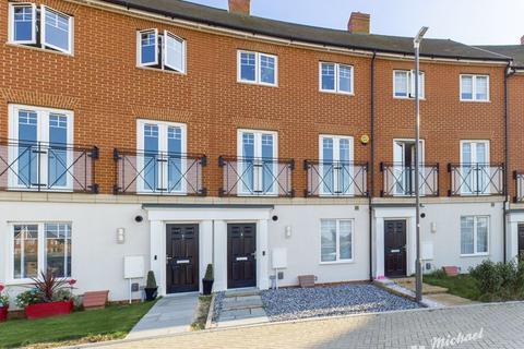 4 bedroom townhouse for sale - Tipton Crescent, Kingsbrook