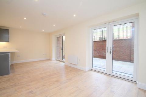 3 bedroom apartment for sale - Birchwood Court, Godstone Road, Kenley