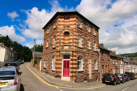 6 bedroom end of terrace house for sale - St. Helens Road, Abergavenny