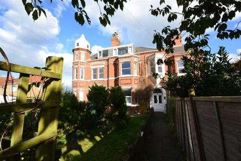 2 bedroom flat to rent - St Bedes, Atwick Road, Hornsea