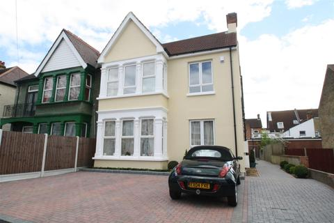 2 bedroom flat to rent - Grosvenor Road, Westcliff-On-Sea