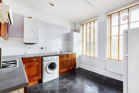 2 bedroom flat to rent - Birch Grove Lee SE12