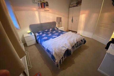 2 bedroom terraced house for sale - Ealing Close, Borehamwood