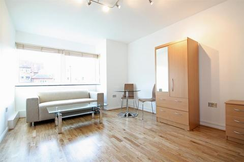 Studio to rent - Sudbrooke Road, SW12