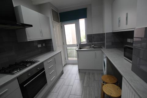 2 bedroom flat to rent - Boreham Road, London, N22