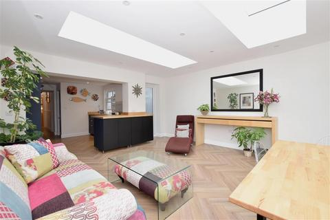 4 bedroom semi-detached house for sale - New Park Road, Chichester, West Sussex