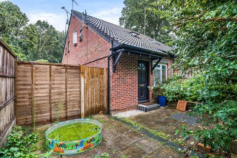 1 bedroom semi-detached house for sale - Woking,  Surrey,  GU21