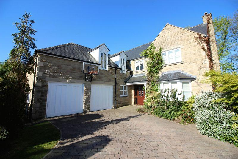 4 Bedrooms Detached House for sale in The Lawns, Halifax