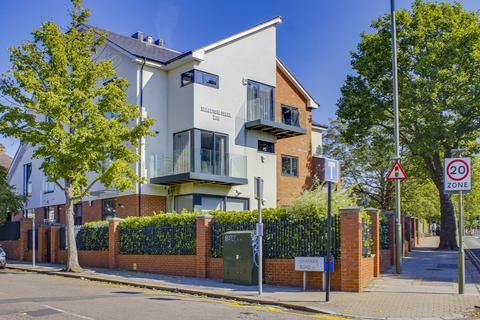 3 bedroom apartment for sale - Sandstone Lodge, High Road, N2