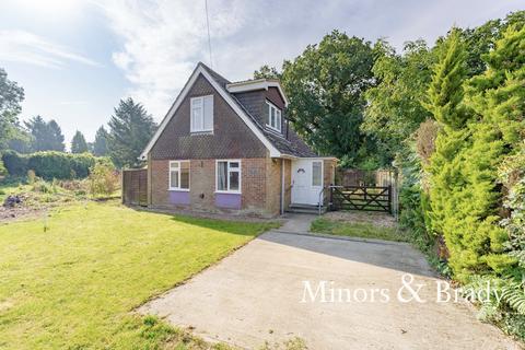 3 bedroom chalet for sale - Two Saints Close, Hoveton