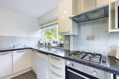 2 bedroom maisonette to rent - Whitby Road, Eastcote