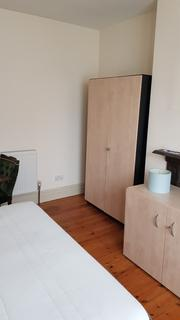 2 bedroom house share to rent - woodland Terrace, Charlton SE7
