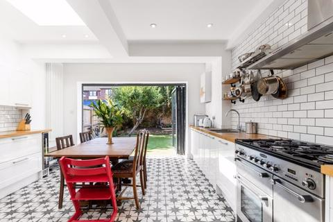 4 bedroom property for sale - Lefroy Road W12