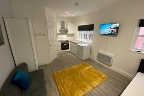 Studio to rent - Lower High Street, Wednesbury, WS10