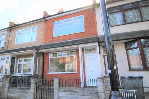 2 bedroom terraced house to rent - Humberstone Road, Plaistow