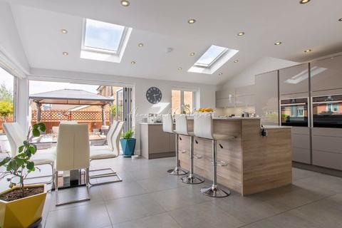 5 bedroom detached house for sale - Cuckoofield Close, Morganstown, Cardiff