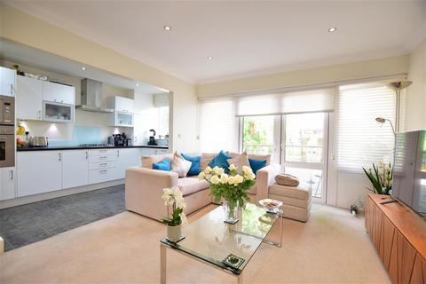 2 bedroom ground floor flat for sale - Cranbrook Road, Ilford, Essex