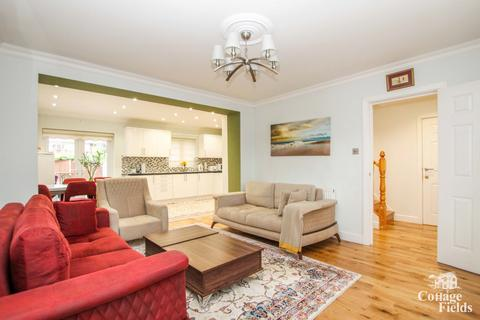 6 bedroom semi-detached house for sale - Semi Detached House on Great Cambridge Road, Enfield, EN1 - with Off-street Parking and Outbuilding.
