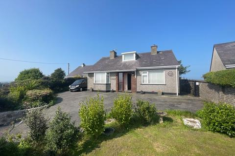 3 bedroom detached bungalow for sale - Penysarn, Anglesey