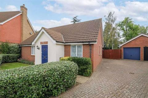 3 bedroom detached bungalow for sale - Crofton Grove, Chingford