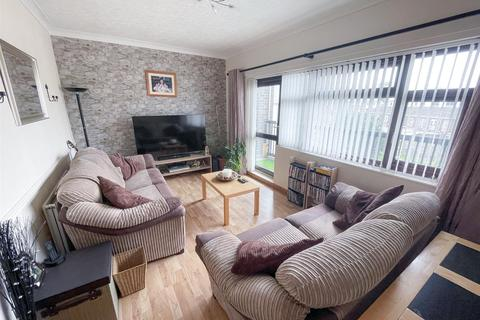 2 bedroom flat for sale - 59 College Court, Haverfordwest SA61 1QJ