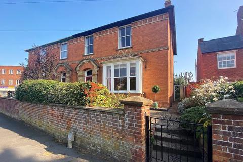 4 bedroom semi-detached house for sale - Brackley Road, Towcester