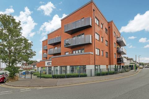 2 bedroom flat for sale - Cranleigh Drive, Leigh-on-sea, SS9