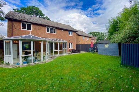 4 bedroom detached house for sale - Nell Gwynn Close, Radlett