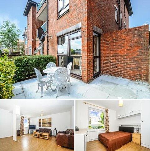 3 bedroom flat to rent - Friern Park London N12