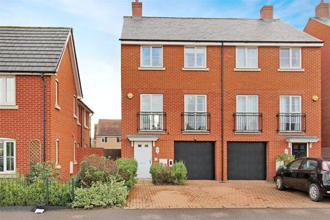 4 bedroom semi-detached house for sale - Redcurrant Ave, Aylesbury, HP18