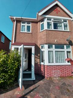 5 bedroom semi-detached house to rent - Dellfield Crescent,, Hayes