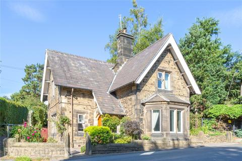 3 bedroom detached house for sale - Woodhead Road, Glossop, SK13