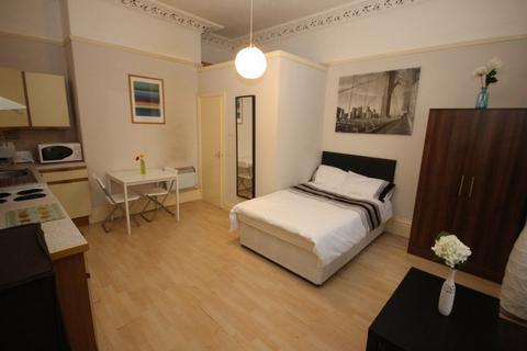 Studio to rent - Headingley Lane, Headingley, Leeds, LS6 1AA