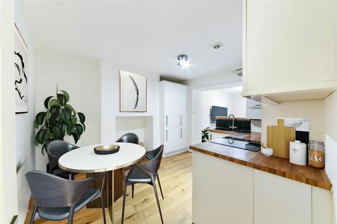2 bedroom apartment for sale - Cressingham Road, London, SE13