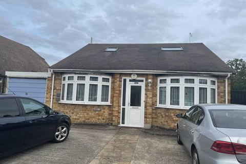 5 bedroom detached house to rent - Oaks Road, Stanwell, TW19