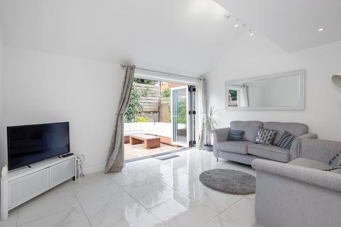 4 bedroom terraced house for sale - Lough Road, N7 8RH