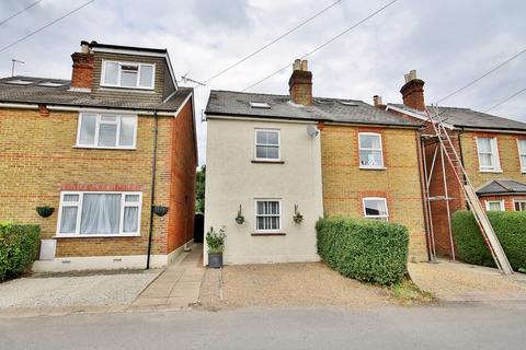 3 bedroom semi-detached house for sale - Queens Road, Knaphill